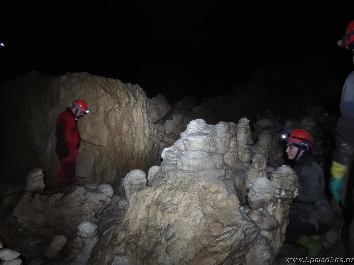 Пещера Акуя, Абхазия, Новый Афон
